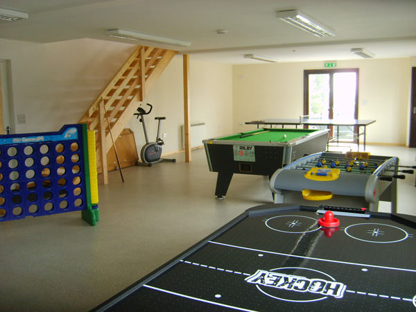 Games room dorset holiday chalets dorset holiday chalets for Game room pics